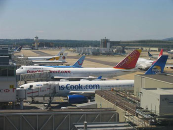 Overview of waiting planes at a London airport